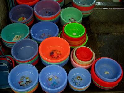 plastic bowls in Shanghai market