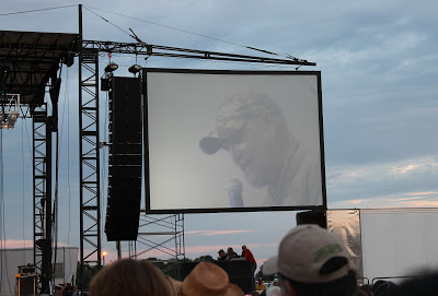 Screen with Larry the Cable Guy