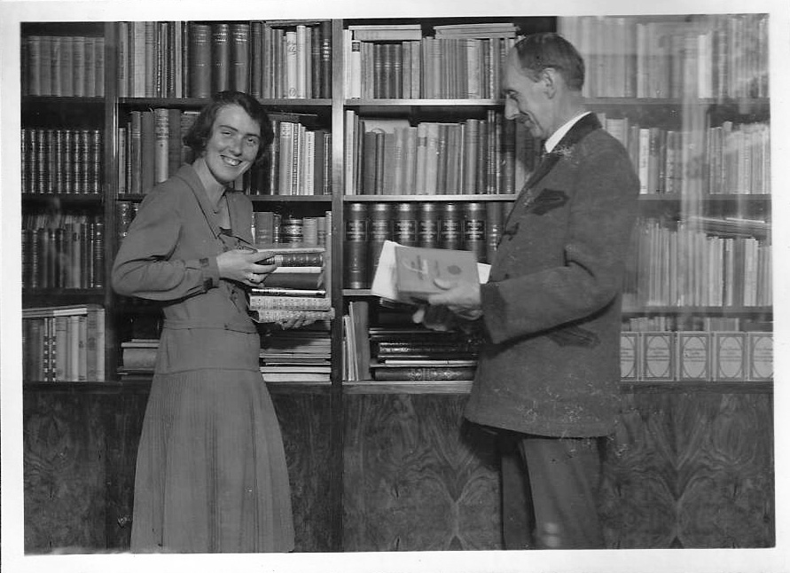 1930s picture of father and daughter in the library, Czechoslovakia (Annette Gendler)